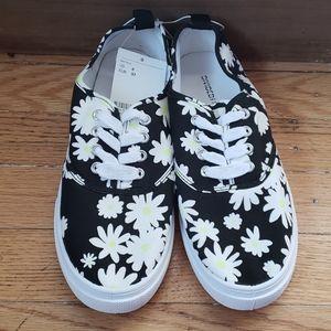 NWT H&M Dasiy Tennis Shoes